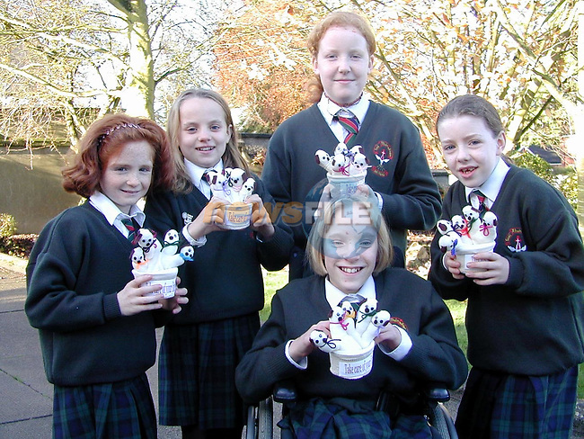 Eimear Halpenny, Niamh Kerley, Mary Aylward, Aitric Brennan and Roisin Farrell with the finger puppets they made from gloves..Picture Paul Mohan Newsfile