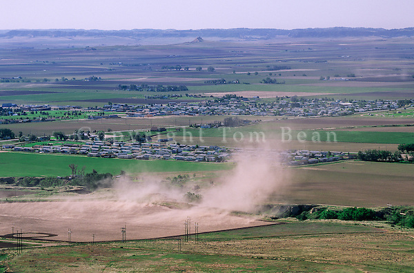 Wind erodes soil from farm field near Scottsbluff, Nebraska, AGPix_0340.