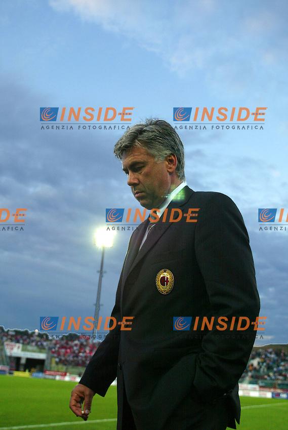 Ancona 1/9/2003<br /> Ancona Milan 0-2<br /> Carlo Ancelotti, allenatore del Milan, al suo ingresso in campo<br /> Foto Staccioli/Insidefoto