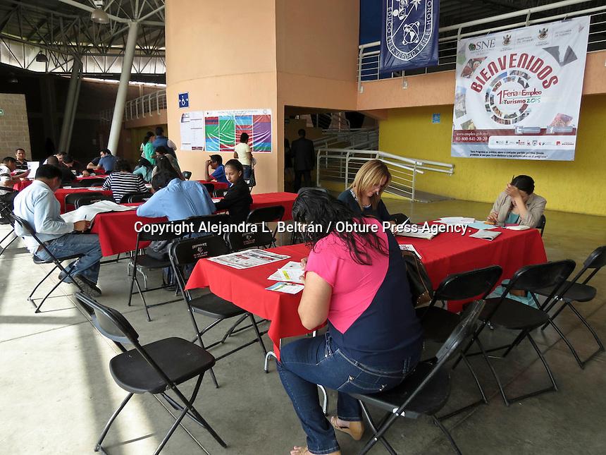 Querétaro, Qro. 21 de julio 2015. Esta mañana, autoridades estatales y miembros del sector empresarial inauguraron la 1era feria de empleo en materia de turismo, la cual se llevará a cabo en el auditorio de la facultad de Contaduría de la Universidad Autónoma de Querétaro.