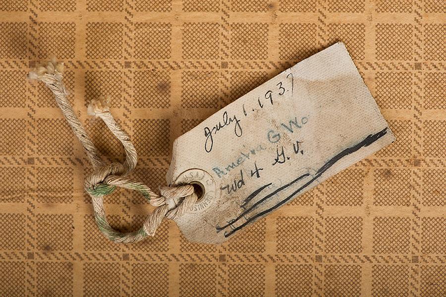 Willard Suitcases / Amelia W / ©2014 Jon Crispin