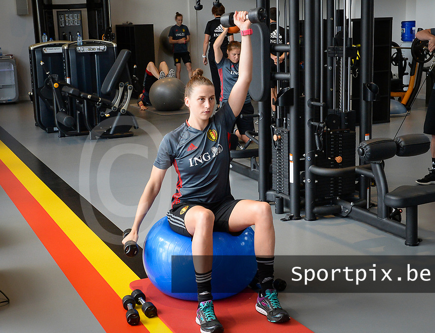 20170608 – TUBIZE , BELGIUM : illustration picture shows a part of the red flames team with Heleen Jaques during a fitness and physical session at the fitnessroom of the Belgian national women's soccer team Red Flames trainingscamp to prepare for the Women's Euro 2017 in the Netherlands, on Thursday 8 June 2017 in Tubize.  PHOTO SPORTPIX.BE   DAVID CATRY