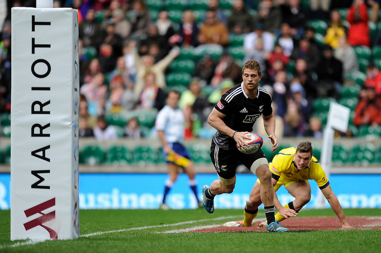 Scott Curry of New Zealand runs in a try during the Cup Final during Day Two of the iRB Marriott London Sevens at Twickenham on Sunday 11th May 2014 (Photo by Rob Munro)