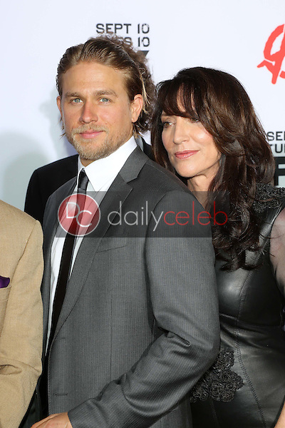 Charlie Hunnam, Katey Sagal<br />