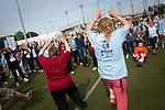 Echauffement pour les personnes qui vont participer aux activités sportives adaptés, destinés aux handicapés mentaux à faible motricités.
