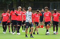 Trainer Adi Hütter (Eintracht Frankfurt) mit seiner Mannschaft - 28.08.2018: Eintracht Frankfurt Training, Commerzbank Arena, DISCLAIMER: DFL regulations prohibit any use of photographs as image sequences and/or quasi-video.