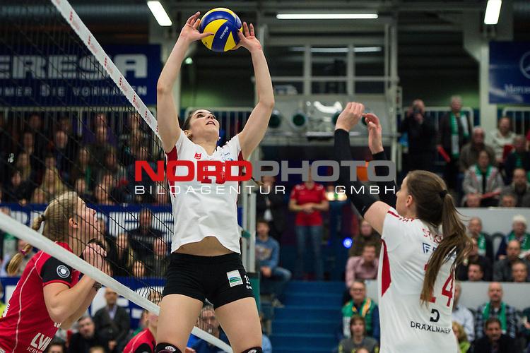 21.02.2015, Halle Berg Fidel, Muenster<br /> Volleyball, Bundesliga Frauen, USC M&uuml;Ÿnster / Muenster vs. Rote Raben Vilsbiburg<br /> <br /> Zuspiel Mona Elwassimy (#15 Vilsbiburg), Lena Stigrot (#14 Vilsbiburg)<br /> <br />   Foto &copy; nordphoto / Kurth