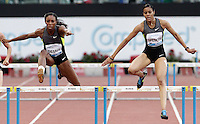 La giamaicana Kaliese Spencer vince i 400 metri ostacoli donne durante il Golden Gala di atletica leggera allo stadio Olimpico di Roma, 31 maggio 2012. Sulla sinistra, la statunitense Lashinda Demus..Jamaica's Kaliese Spencer, right, clears a hurdle past U.S. Lashinda Demus, left, to win the women's 400 meters hurdles during the IAAF athletic Golden Gala meeting at Rome's Olympic stadium, 31 may 2012..UPDATE IMAGES PRESS/Riccardo De Luca