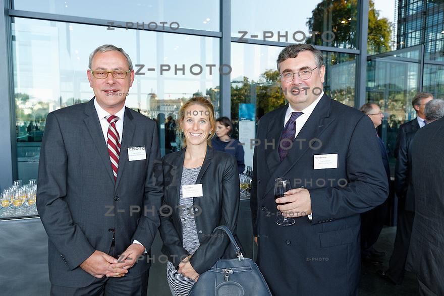 v.l.n.r. Peter Grünblatt; Schweizerische Bankiervereinigung, Eveline Schmocker; Bank Julius Bär &amp; Co. AG, Thomas M&uuml;ller; Bank CIC (Schweiz) AG<br /> am Bankiertag vom 16. September 2014 im KKL<br /> Luzern<br /> <br /> Copyright &copy; Zvonimir Pisonic