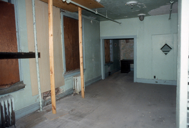 1993 February ..Rehabilitation..Attucks Theatre.Church Street..OFFICE SPACE 3RD FLOOR.LOOKING TOWARD OFFICE.INTERIOR...NEG#.NRHA#..