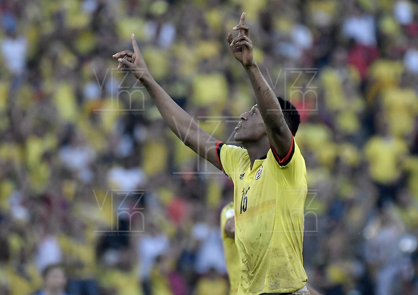BARRANQUILLA - COLOMBIA - 11-10-2016: Yerry Mina jugador de Colombia celebra después de anotar el segundo gol de su equipo a Uruguay durante partido de la fecha 10 para la clasificación a la Copa Mundial de la FIFA Rusia 2018 jugado en el estadio Metropolitano Roberto Melendez en Barranquilla./  Yerry Mina player of Colombia celebrates after scoring the second goal of his team to Uruguay during match of the date 10 for the qualifier to FIFA World Cup Russia 2018 played at Metropolitan stadium Roberto Melendez in Barranquilla. Photo: VizzorImage/ Gabriel Aponte / Staff