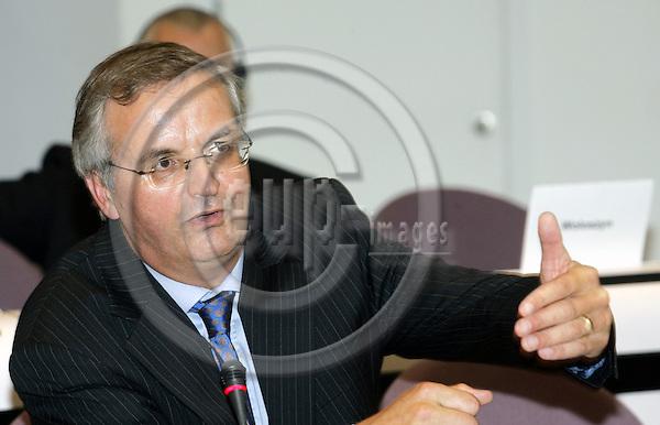 BRUSSELS - BELGIUM - 12 OCTOBER 2005 --Committee of the Regions (CoR) - Open Days. -- Plenary Session. -- Lambert VAN NISTELROOIJ during his speech. -- PHOTO: JUHA ROININEN / EUP-IMAGES