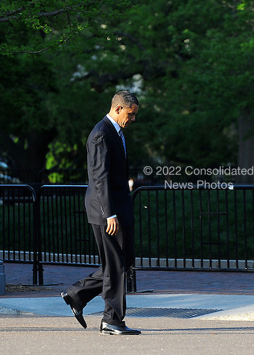 United States President Barack Obama walks from the Blair House to the White House after participating in bilateral meetings during the Nuclear Security Summit, Sunday, April 11, 2010 in Washington, DC..Credit: Olivier Douliery / Pool via CNP