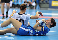 Handball Frauen Champions League 2013/14 - Handballclub Leipzig (HCL) gegen RK Krim Ljubljana am 13.10.2013 in Leipzig (Sachsen). <br /> IM BILD: Anne M&uuml;ller / Mueller (HCL) am Boden gegen Andjela Bulatovic (Krim) <br /> Foto: Christian Nitsche / aif