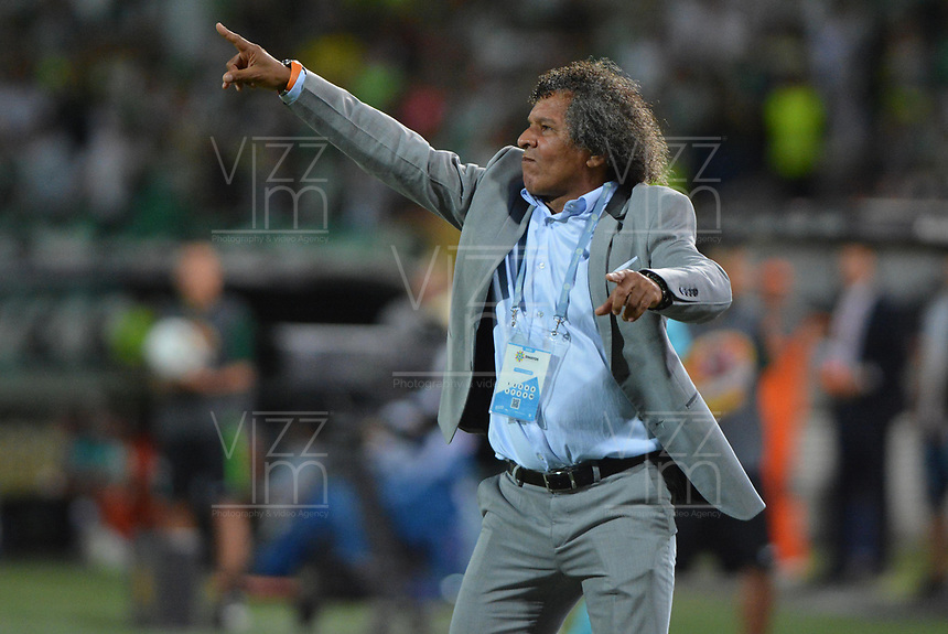 MEDELLIN - COLOMBIA, 29-09-2019: Alberto Gamero técnico de Tolima gesticula durante partido por la fecha 13 de la Liga Águila II 2019 entre Atlético Nacional y Deportes Tolima jugado en el estadio Atanasio Girardot de la ciudad de Medellín. / Alberto Gamero coach of Tolima gestures during match for the date 13 as part of Aguila League II 2019 between Atletico Nacional and Deportes Tolima played at Atanasio Girardot stadium in Medellín city. Photo: VizzorImage / Leon Monsalve / Cont