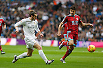 Real Madrid´s Gareth Bale (L) and Real Sociedad´s Yuri Berchiche during La Liga match between Real Madrid and Real Sociedad at Santiago Bernabeu stadium in Madrid, Spain. December 30, 2015. (ALTERPHOTOS/Victor Blanco)