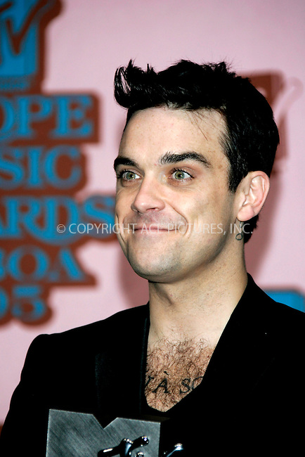 Robbie Williams at The MTV Europe Music Awards 2005 held at the Atlantic Pavillion.  Lisbon, Portugal - 03 November 2005..FAMOUS .PICTURES AND FEATURES AGENCY .tel +44 (0) 20 7731 9333 .fax +44 (0) 20 7731 9330 .www.famous.uk.com .FAM16451