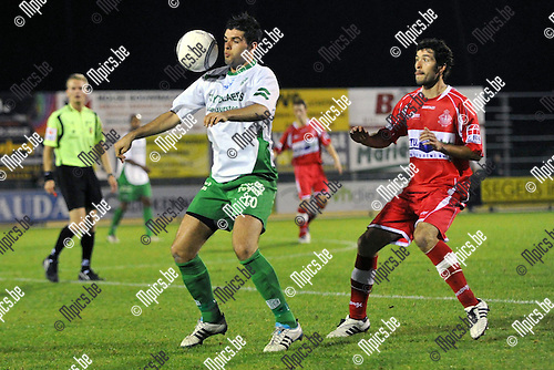 2011-09-24 / voetbal / seizoen 2011-2012 / Dessel Sport - Hoogstraten / Allan Ven (l) (Dessel) brengt de bal onder controle voor Thys Schrauwen (r) (Hoogstraten)