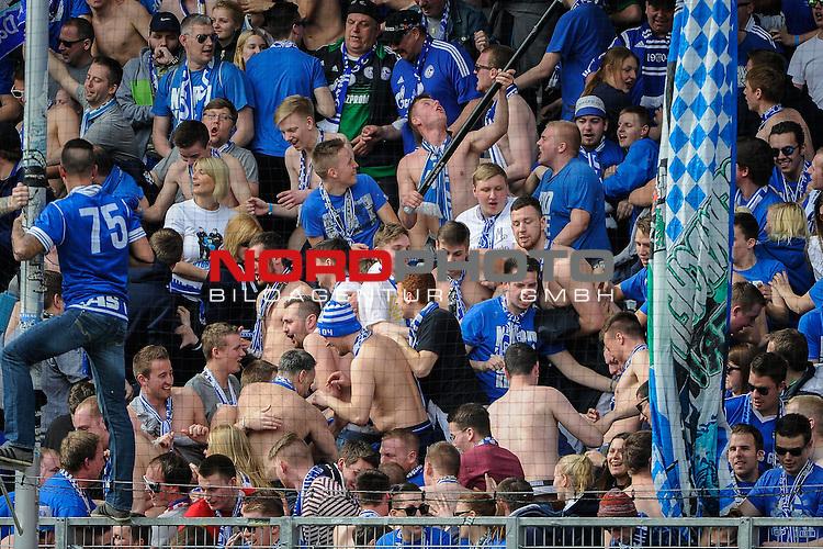 02.04.2016, Audi-Sportpark, Ingolstadt, GER, Bundesliga, 28. Spieltag, FC Ingolstadt 04 vs Schalke 04, im Bild<br /> <br /> Den Schalke-Fans wird warm<br /> <br /> Foto &copy; nordphoto / Schreyer