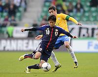 FUSSBALL   INTERNATIONAL   Testspiel    Japan - Brasilien          16.10.2012 Shinji KAGAWA (vorn, Japan) gegen OSCAR (Brasilien)