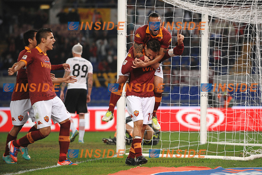 """Esultanza di Francesco Totti Roma dopo il gol 1-0.Goal celebration.Roma 4/11/2012 Stadio """"Olimpico"""".Football Calcio 2012/2013 Serie A.Roma Vs Palermo.Foto Andrea Staccioli Insidefoto"""