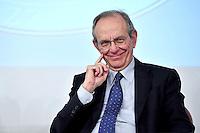foto IPP / Vincenzo Bruni  Roma 08-10-2015  Presentazione della Legge di Stabilita' 2016 al termine del Consiglio dei Ministri n.87. nella foto: Il ministro delle Finanze Pietro Carlo Padoan.