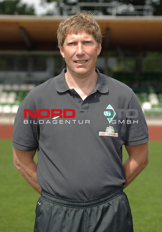 19.07.2013, Platz 11, Bremen, GER, RLN, Mannschaftsfoto Werder Bremen II, im Bild Dr. Philipp Heitmann (Mannschaftsarzt Werder Bremen II)<br /> <br /> Foto &copy; nph / Frisch