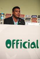 ATENCAIO EDITOR FOTO EMBARGADA PARA VEICULO INTERNACIONAL - SAO PAULO, SP, 28 DE NOVEMBRO 2012 - COLETIVA FIFA - Ronaldodurante coletiva da FIFA edo Comitê Organizador da Copa do Mundo (COL) na tarde desta quarta-feira, 28 na regiao norte da capital paulista. FOTO: VANESSA CARVALHO BRAZIL PHOTO PRESS.