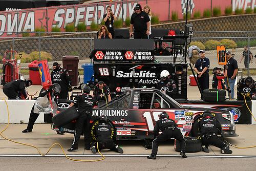 #18: Harrison Burton, Kyle Busch Motorsports, Toyota Tundra Morton Buildings pit stop