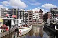 Nederland - Amsterdam - 2019.  Toeristen in het centrum van Amsterdam. Rondvaart op een sloep van Stromma.   Foto Berlinda van Dam / Hollandse Hoogte
