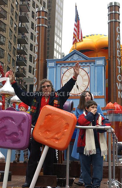 WWW.ACEPIXS.COM . . . . . ..New York, November 25, 2004: JOSE FELICIANO 2004 Macy's Thanksgiving Day Parade. Please byline: ACE006 - ACE PICTURES.. . . . . . ..Ace Pictures, Inc:  ..Alecsey Boldeskul (646) 267-6913 ..Philip Vaughan (646) 769-0430..e-mail: info@acepixs.com..web: http://www.acepixs.com