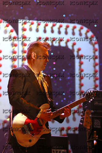 Morrissey - guitarist Boz Boorer performing live on Day Two on the Main Stage at the Reading Festival Berkshire UK - 28 Aug 2004.  Photo credit: Tony Woolliscroft / IconicPix