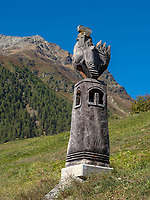 Holz-Skulptur bei Guarda, Scuol, Unterengadin, Graubünden, Schweiz, Europa<br /> wooden sculpture near Guarda, Scuol, Engadine, Grisons, Switzerland