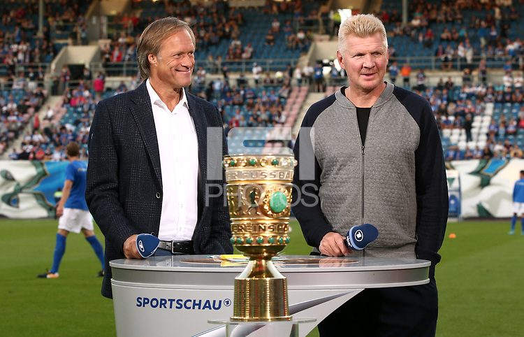 Journalist Moderagoal Gerd Delling, ARD Sportschau Experte Stefan Effenberg<br /> Soccer Football - Hansa Rostock v Hertha Berlin - DFB Cup First Round - Rostock, Germany - August 14, 2017 *** Local Caption *** &copy; pixathlon<br /> Contact: +49-40-22 63 02 60 , info@pixathlon.de