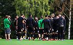 Stockholm 2014-08-30 Fotboll Superettan Hammarby IF - Tr&auml;ning :  <br /> Hammarbys spelare samlas i en ring under Hammarbys tr&auml;ning p&aring; &Aring;rsta IP l&ouml;rdag den 30 augusti<br /> (Foto: Kenta J&ouml;nsson) Nyckelord:  Tr&auml;ning Tr&auml;na &Aring;rsta IP Hammarby Bajen