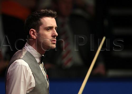 30.04.2016. The Crucible, Sheffield, England. World Snooker Championship. Semi Final, Mark Selby versus Marco Fu. Mark Selby checks the scoreboard
