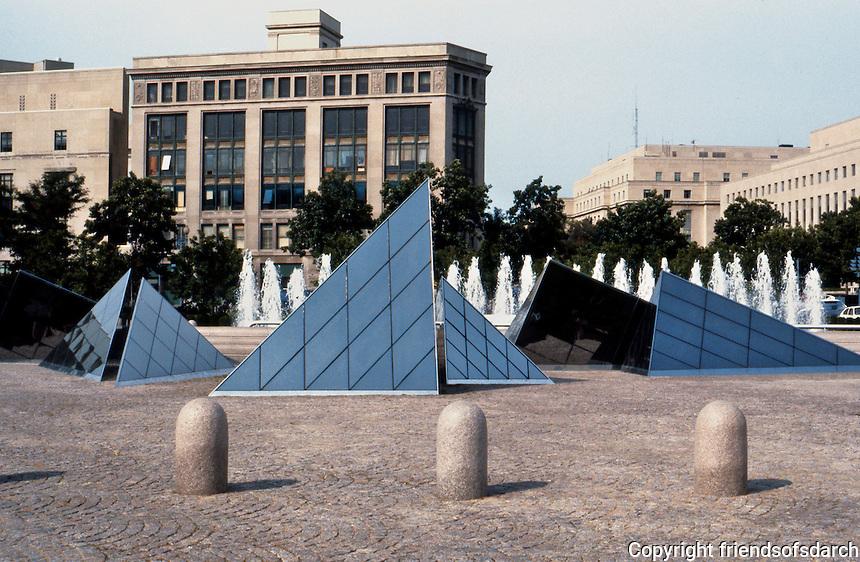 I.M. Pei: Washington, D.C. National Gallery, East, Court.