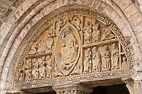 Europe/Europe/France/Midi-Pyrénées/46/Lot/Carennac: Porche et portail sculpté de l'église Saint-Pierre - Christ  en majesté entouré par le Tétramorphe - Plus Beaux Villages de France