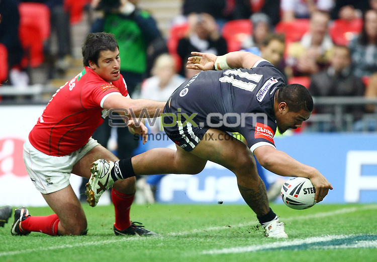 PICTURE BY VAUGHN RIDLEY/SWPIX.COM - Rugby League - Gillette 4 Nations 2011 - Wales v New Zealand - Wembley Stadium, London, England - 5/11/11 - New Zealand's Sika Manu scores a try.
