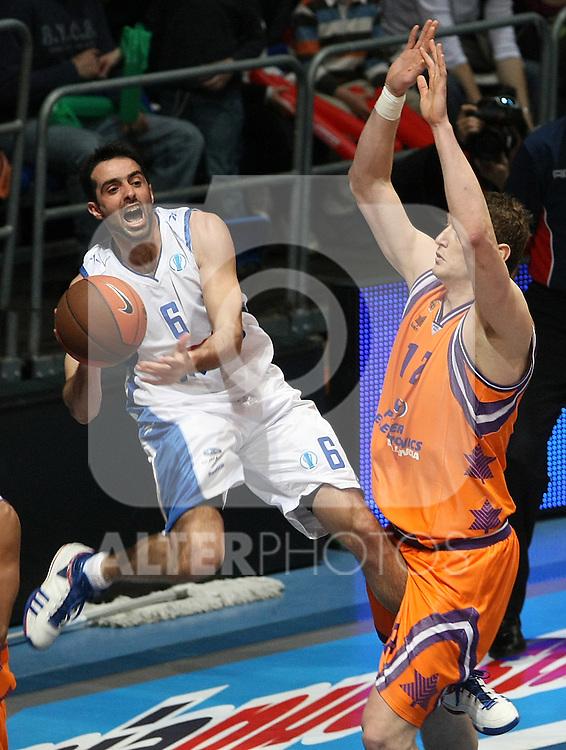 Panellinios Opap BC's Kostas Charalampidis (l) and Power Electronics Valencia's Serhiy Lishchuk during Eurocup Basketball Finals match. April 17, 2010. (ALTERPHOTOS/Acero)