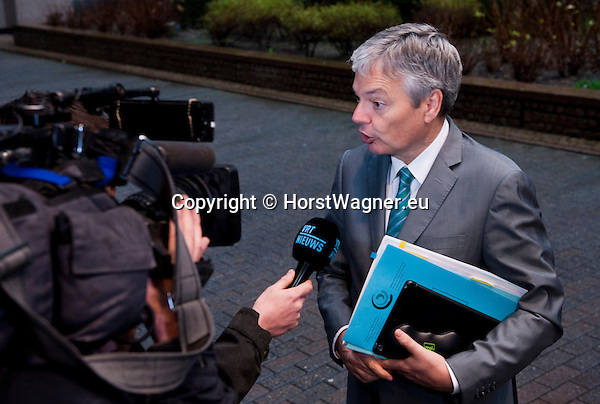 Brussels-Belgium - January 20, 2014 -- Meeting of the EU-Council on Foreign Affairs; here, 'doorstep'-briefing of the press upon arrival by Didier REYNDERS, Minister for Foreign Affairs of Belgium -- Photo: © HorstWagner.eu
