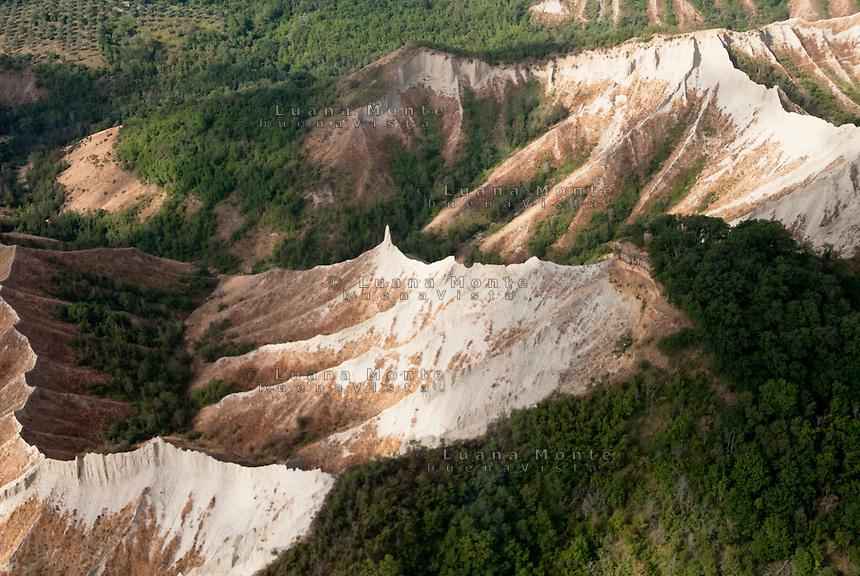 Valle dei Calanchi. Foto aerea. Civita di Bagnoregio, 13 luglio 2012...