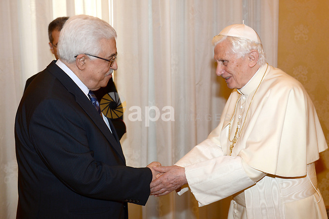 Palestinian President Mahmud Abbas meets with Pope Benedict XVI during a private audience in the library of the Apostolic Palace at the Vatican on December 17, 2012 . Photo by Thaer Ganaim
