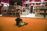 RIO DE JANEIRO, RJ, 30.08.2013 - Aconteceu nesta sexta-feira (30) o segundo dia da Bienal do Livro do Rio de Janeiro onde crianças e adultos foram visitar os stands e comprar livro no Riocentro, zona oeste da cidade. (Foto. Néstor J. Beremblum / Brazil Photo Press).