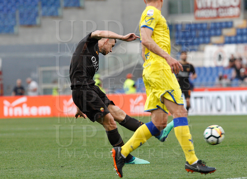 Roma s Edin Dzeko, left, kicks the ball to score his second goal during the Italian Serie A football match between Roma and Chievo Verona at Rome's Olympic stadium, 28 April 2018.<br /> UPDATE IMAGES PRESS/Riccardo De Luca