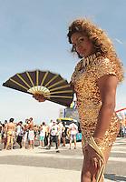 RIO DE JANEIRO, RJ, 13.10.2013 - 18 PARADA LGBT PARADA GAY - Cerca de um milhão de pessoas deverão participar da 18º Parada gay de 2013 na orla de Copacabana que terá a trilha sonora executada pela G.R.E.S. Estação Primeira de Mangueira, a Parada Gay já se tornou uma festa popular no calendário de eventos da cidade recebendo turistas de todo o pais e do mundo, nesse domingo 13. (Foto: Levy Ribeiro / Brazil Photo Press)
