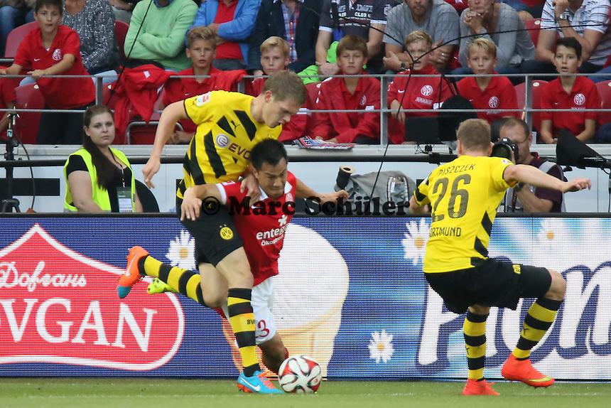 Matthias Ginter (BVB) foult Shinji Okazaki (Mainz) - 1. FSV Mainz 05 vs. Borussia Dortmund, Coface Arena