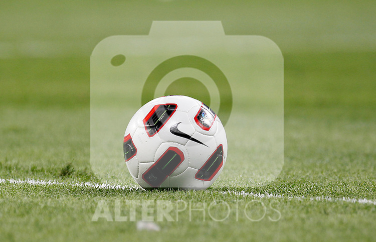 Madrid (11/09/10).- Estadio Santiago Bernabeu..Campeonato Nacional de Liga 2ª Jornada..Real Madrid 1- Osasuna 0.Balon...© Alex Cid-Fuentes/ALFAQUI