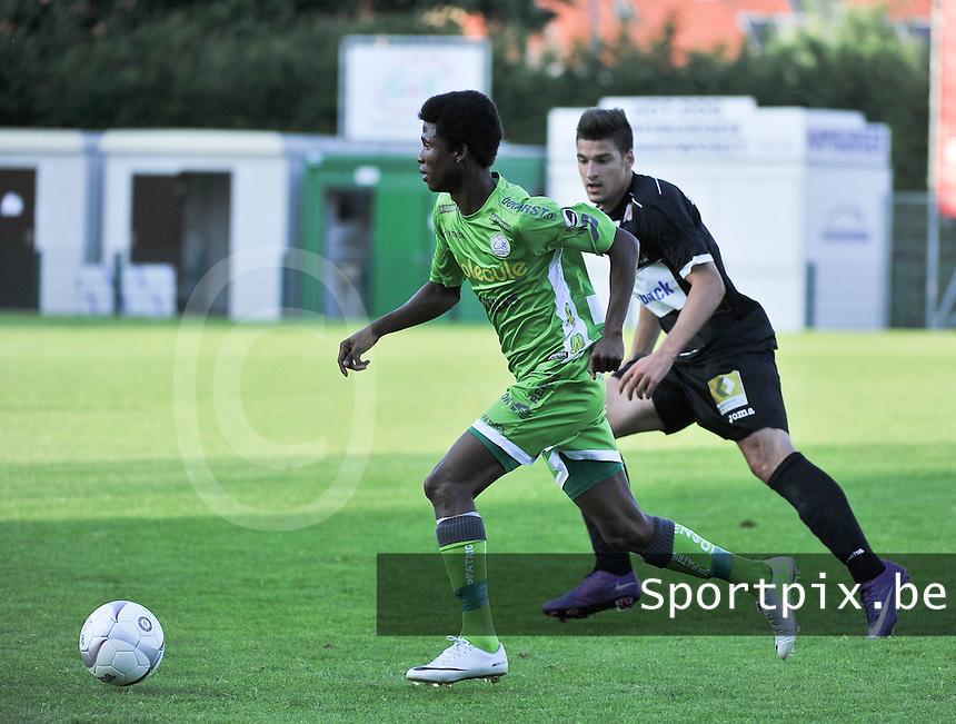 KSV Roeselare - SV Zulte - Waregem : Ibrahima Conte aan de bal voor Yanis Roumadi<br /> foto VDB / Bart Vandenbroucke