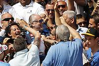 DIMARO RITIRO PRECAMPIONATO CALCIO NAPOLI<br /> NELLA FOTO  AURELIO DE LAURENTIIS TRA I TIFOSI<br /> FOTO CIRO DE LUCA